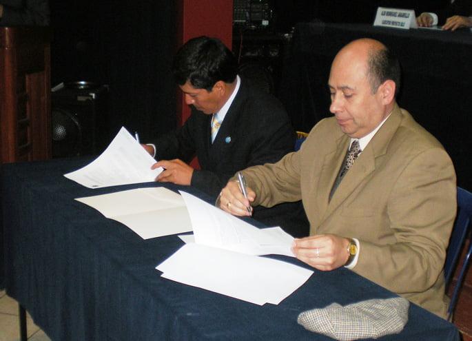 Se firma convenio entre la Universidad Continental y el Consejo Superior de Arbitraje de la Cámara de Comercio Huancayo
