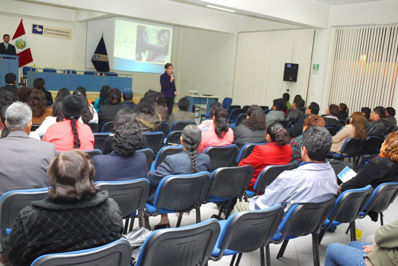 Padres de familia participan en charlas psicológicas