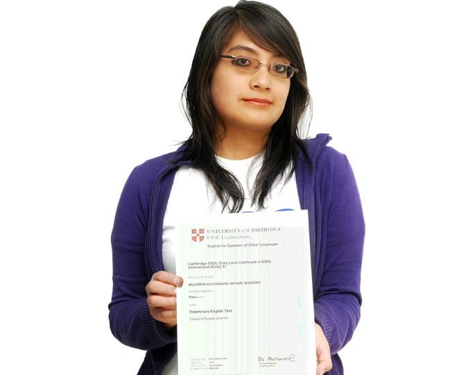 Alumna del Centro de Idiomas recibe Certificación Internacional de Cambridge