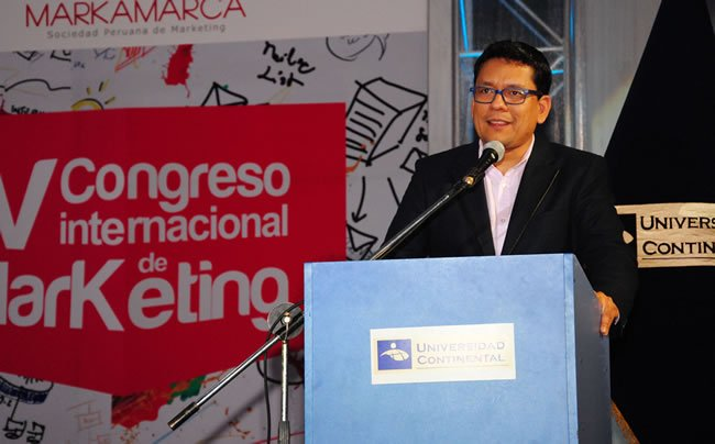 milton vela en congreso de marketing uc