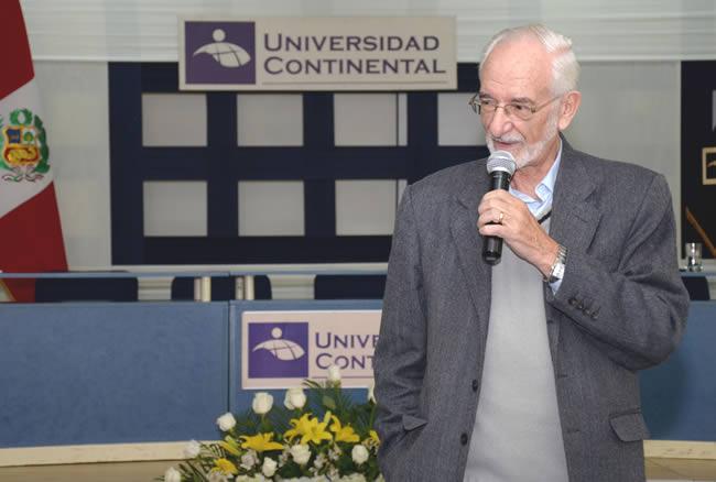 Antonio Brack recibe a nuevos estudiantes de la Universidad Continental