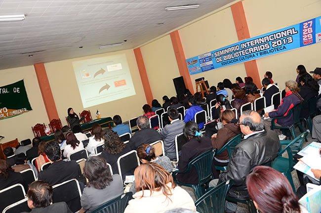 Vanina Namuche expone sobre innovaciones en la UC