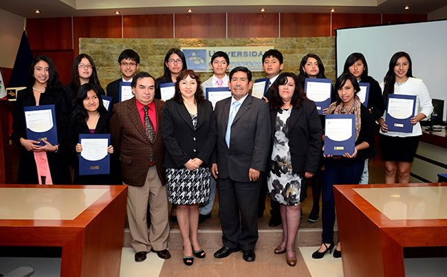 Estudiantes lograron certificación Cambridge gracias a Continental