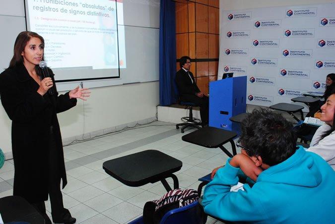 charla organizada por el Centro de Emprendimiento Continental