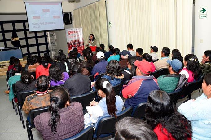 Beneficiarios de Beca 18 fueron recibidos en Universidad Continental