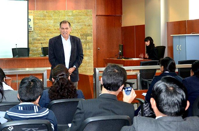 """Conductor de la """"Ventana económica"""" de RPP participó de conferencia en Universidad Continental"""