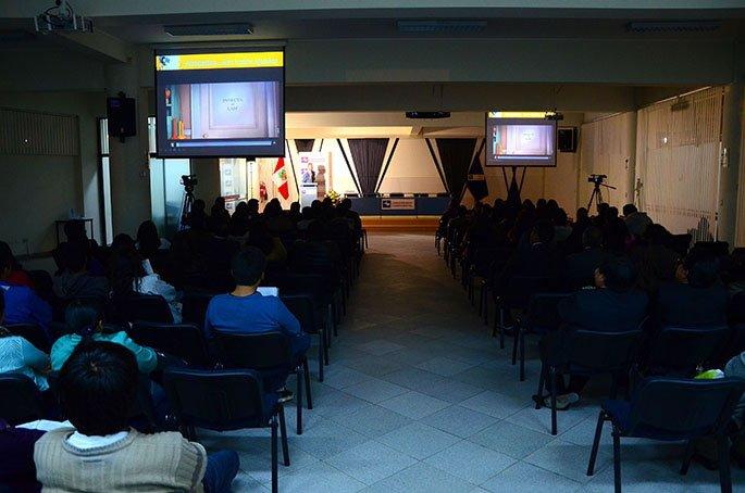 En conferencia presentó la relación entre el cine y el Derecho