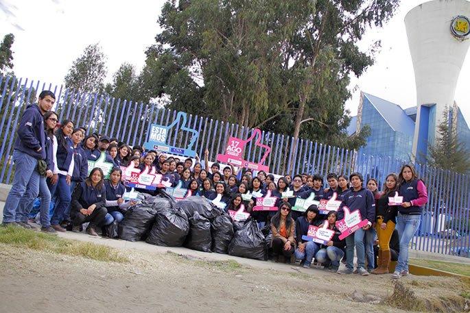 A través de campaña de reciclaje, estudiantes de la Universidad y del Instituto Continental, lograron concientizar a población.
