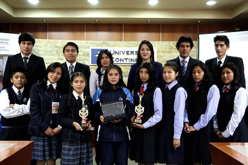 Estudiantes torneo de debate