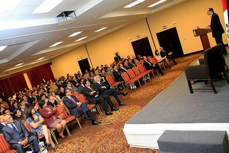 conferencia-por-apertura-de-ano-academico-de-la-universidad-continental-2