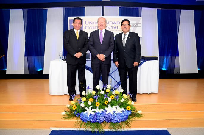XVII ANIVERSARIO UC - Ing. Fernando Barrios - Phd. Jorge Talavera Traverso - Rector Esau Caro