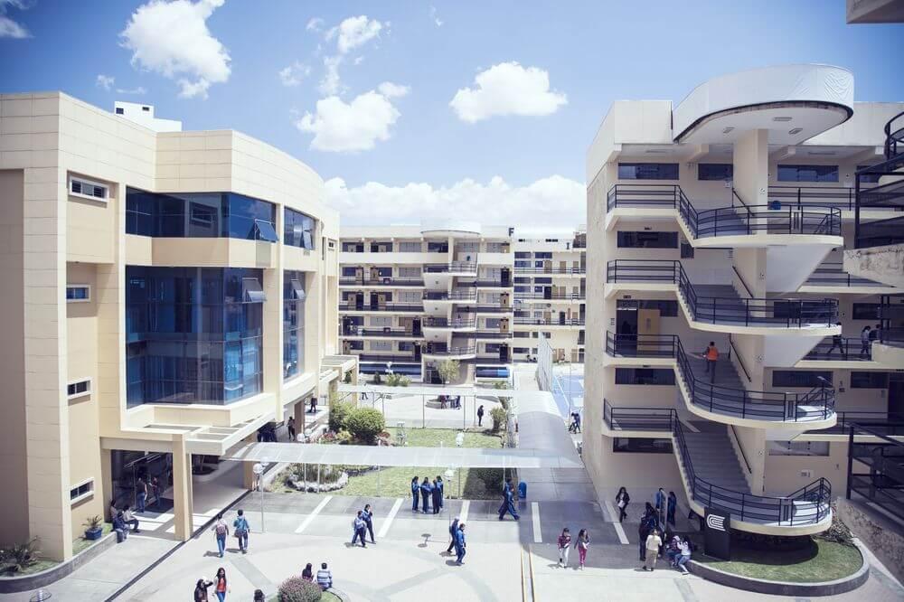 Cada espacio de nuestro Campus Universitario, ha sido diseñado para impulsar academicamente a nuestros estudiantes en sus años de estudio.