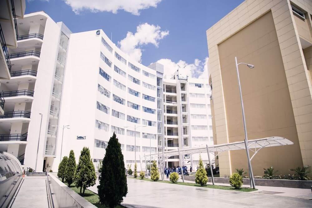 Pabellón G donde se encuentran los laboratorios muy bien equipados ligados a la facultad de Ciencias de la Salud
