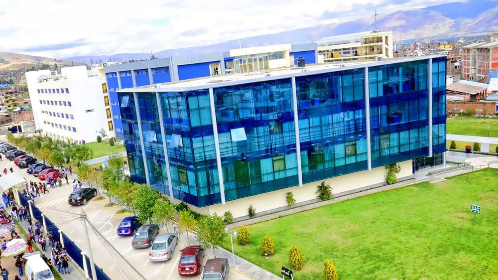 Campus Universidad Continental Pabellón Administrativo