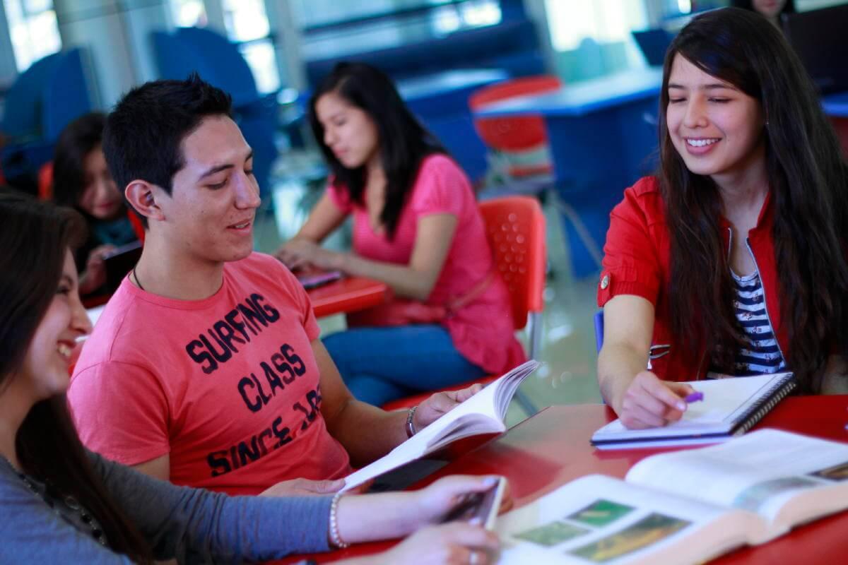 Comparte experiencias y vive nuevas historias durante tu formación universitaria.