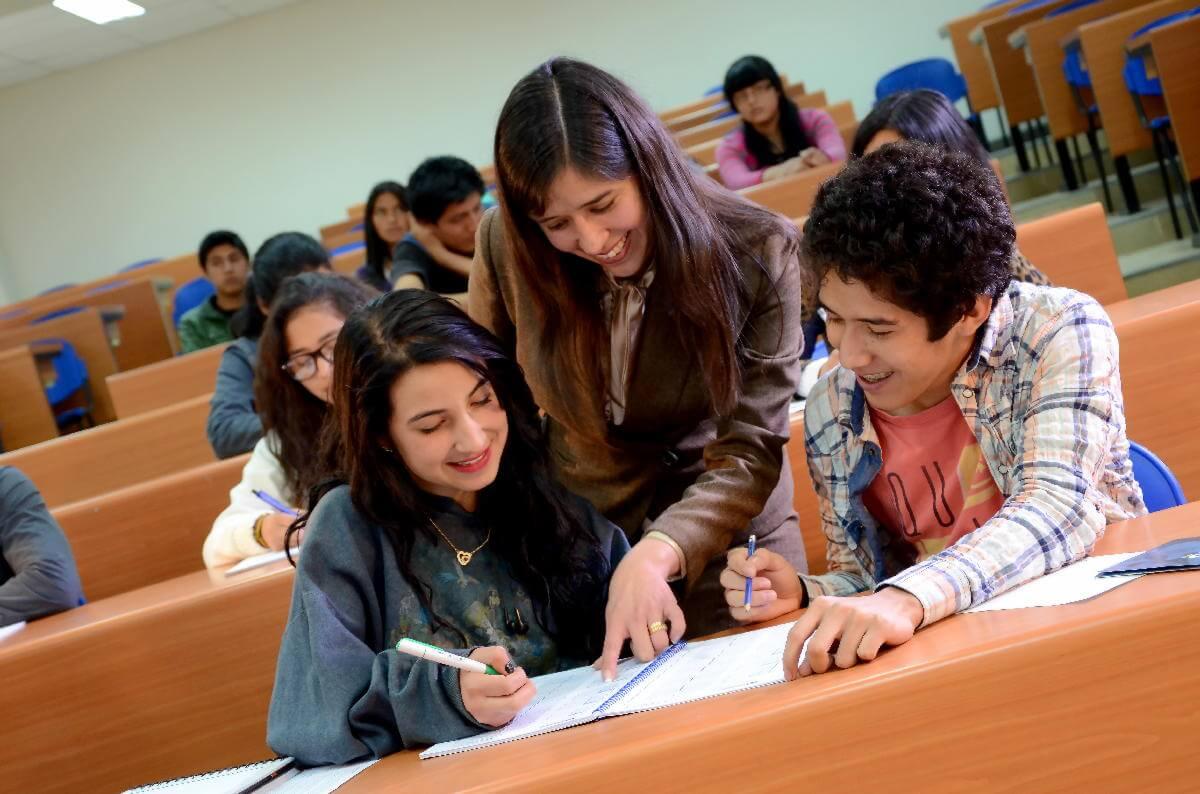 Enseñanza y aprendizaje basado en los desafios del mundo laboral.