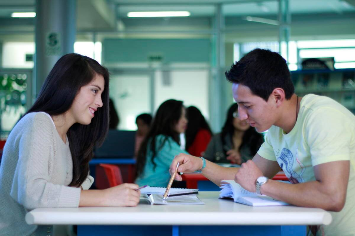 Universidad Continental, comienza a escribir tu historia.