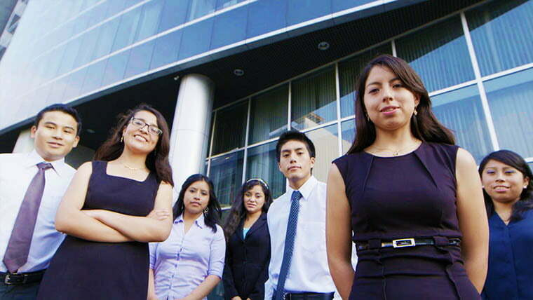 estudiantes-continental-trabajan-en-ey-empresa-de-talla-mundial
