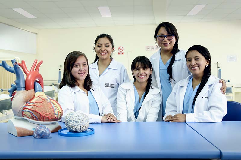 alumnas-de-la-carrera-de-medicina