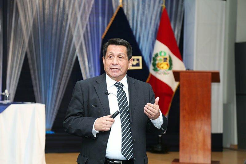 Fernando Barrios Ipenza apuesta por la educación virtual