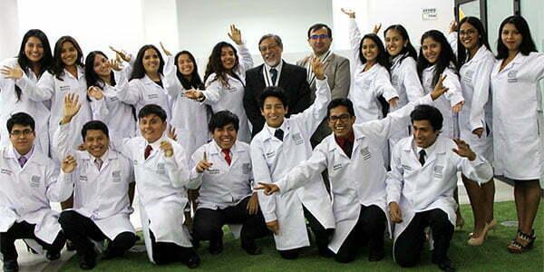 La Universidad Continental realizó ceremonia de inicio de la vida médica Continental
