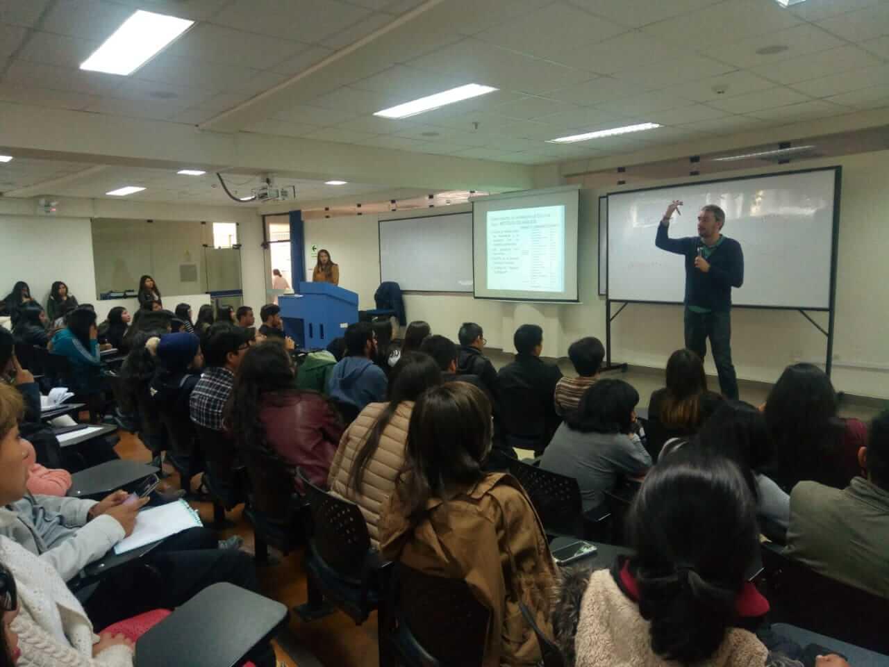 Estudiantes de la Universidad Continental se capacitaron en técnicas medio ambientales