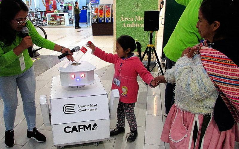 CAFMA, robot reciclador, sensibiliza a la población junto a la Brigada Verde de la Universidad Continental