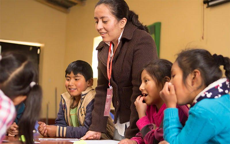 ¡Somos impacto positivo! Estudiante de Universidad Continental enseña programación a niños de Ayacucho sin el uso de computadoras