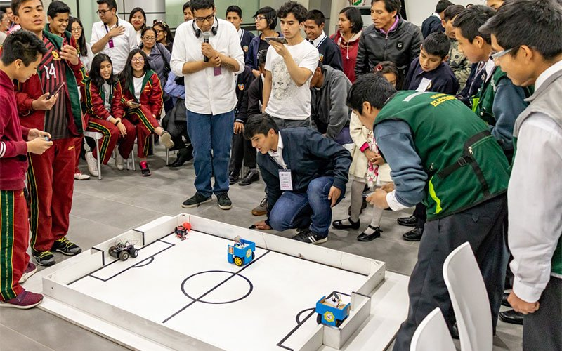 UC asesoró a jóvenes inventores para Concurso Interescolar de Robótica