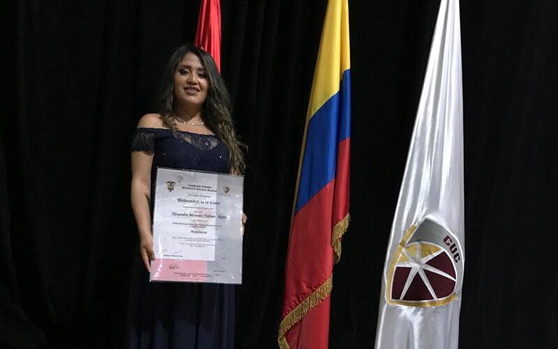 Egresada Continental logra doble titulación gracias a nuestro convenio con Colombia