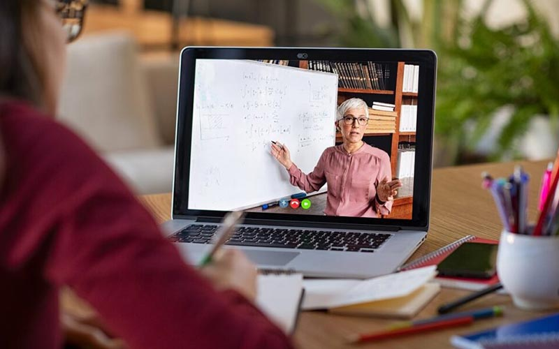 Desafíos y competencias del docente en la era digital, conversatorio internacional